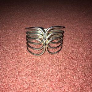 Jewelry - Front open silver bracelet